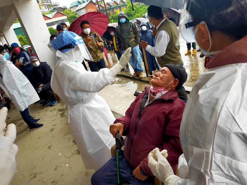 बारपाकमा १२२८ जनाको कोरोना परीक्षण गरेर स्वास्थ्य टोली फर्कियो