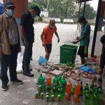 गोरखा बजारको पसलमा भेटिएका म्याद नाघेका खाद्य सामग्री प्रशासन द्वारा नष्ट