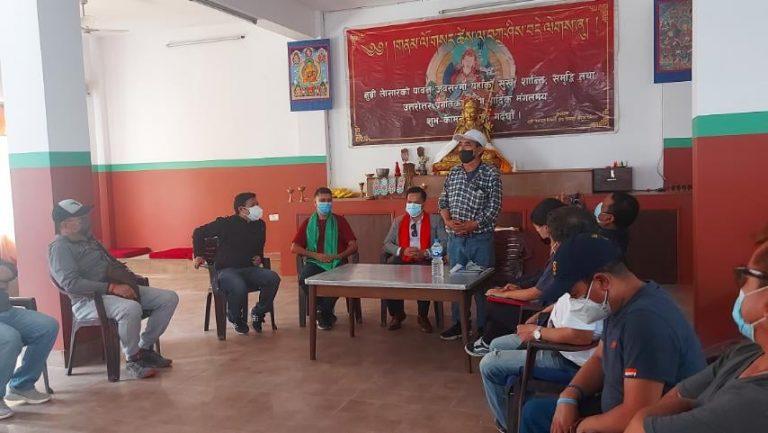 कोभिडका कारण समस्यामा परेका काठमाण्डौँ बस्ने चुमनुब्रीबासीलाई राहत बितरण