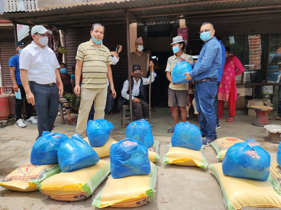 गड हेड्स नेपाल मार्फत एक सय २५ परिवारलाई खाद्यान्न बितरण