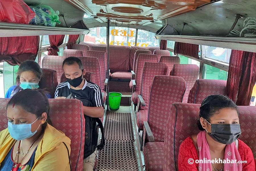 दुई महिनापछि गोरखामा चले सार्वजनिक यातायात, तर यात्रु पाउनै मुश्किल